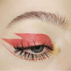 Friday night flash  #peekaboo #vintage #asosmarketplace #topshop #makeup #eye #instabeauty #inspo #party #friday #friyay #eyemakeup #love # #peekaboovintage  Peekaboovintage.com