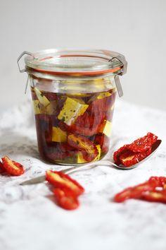 Rezept für eingelegten Feta und getrocknete Tomaten