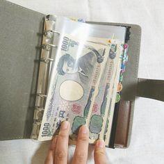 シングルマザーの家計簿さんはInstagramを利用しています:「◎ . 私の袋分け方法。 . 私はシステム手帳を活用してます🙆 カバーはダイソーの200円商品で、リフィルはbindexさんのもので文具屋さんで購入☺❤ .…」