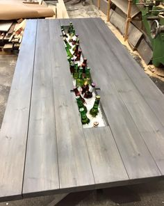 These Carpenters' Brilliant Picnic Table Transformation Is Going Viral. Diy Outdoor Table, Diy Outdoor Furniture, Patio Table, Backyard Patio, Garden Furniture, Backyard Landscaping, Outdoor Living, Beer Table, Outdoor Kitchen Design