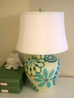 love, love, love this painted lamp idea!  another craft of hers that I've gotta try! see tutorial at: http://www.craftynest.com/2009/07/rewired-painted-table-lamp/
