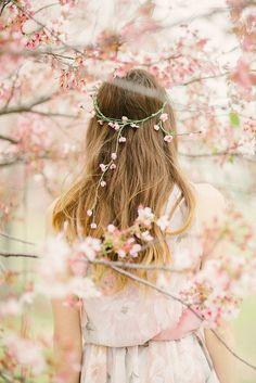 Λουλούδια στα μαλλιά μια τάση που πρέπει να ακολουθήσεις!!