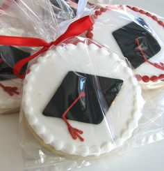 Graduation Cookies a delicious supply for Grads party ideas! Graduation Desserts, Graduation Party Planning, Graduation Cupcakes, Graduation Celebration, Graduation Party Decor, College Graduation, Iced Cookies, Sugar Cookies, Cookies Decorados