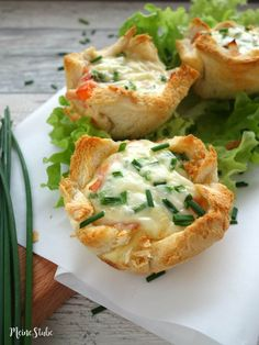Toast tarts with ham, tomatoes and cheese - Toast-Törtchen mit Schinken, Tomaten und Käse – MeineStube Tost tartlet filled and gratin - Egg Recipes, Shrimp Recipes, Pizza Recipes, Brunch Recipes, Appetizer Recipes, Breakfast Recipes, Snack Recipes, Simple Appetizers, Seafood Appetizers