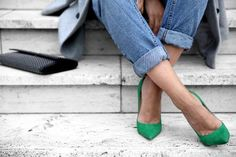 Cuffed jeans and emerald green pumps Fashion Mode, Look Fashion, Womens Fashion, Fashion Shoes, Crazy Shoes, Me Too Shoes, Looks Style, Style Me, Simple Style