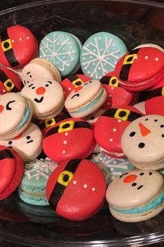 Dec 8 2019 - Lovely light little French almond meringue cookies are just begging to be filled with your favorite filli. Noel Christmas, Christmas Goodies, Christmas Desserts, Holiday Treats, Christmas Treats, Macaron Cookies, Meringue Cookies, Macaron Recipe, French Macaroon Recipes