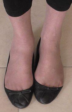 black Zara flats White Ballet Flats, Red Flats, Chanel Ballet Flats, Flat Shoes, Ballerina Shoes, Ballet Shoes, Girl Soles, Ballerinas, Zara Flats