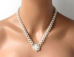 Statement Bridal Necklace Pearl V Bridal por MelJoyCreations