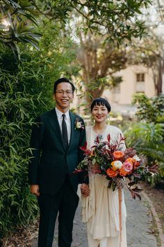 A fun Japanese honeymoon session captured by Marli Koen Photography in the Cape Town Company Gardens. How rad is the groom's emerald suit and the bride's fun and colourful spring bouquet by Foraged Beauty. South Africa Honeymoon, Book My Trip, South African Weddings, Adventure Couple, Green Suit, Spring Bouquet, Bridesmaid Dresses, Wedding Dresses, Cape Town