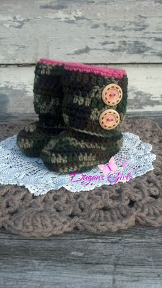 Crochet by Dugan's Girls {Newborn Camo boots}