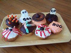 Google Image Result for http://0.tqn.com/d/kidscooking/1/0/X/K/-/-/halloween-cupcakes.jpg