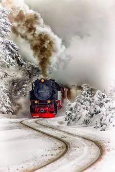❦ Tren vapor del Harz by Aitor Ruiz de Angulo~ Steam Train~Harz Steam Train, Brockenhaus, Saxony-Anhalt, Germany. Winter Snow, Winter Time, Winter Christmas, Christmas Train, Christmas Art, Train Tracks, Train Rides, Saxony Anhalt, Old Trains