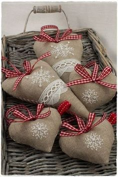 hand crafted Sachês De Coração! ... linen hearts with embroidered snowflakes and red gingham ribbon bow hangers ...