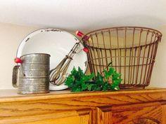 Rustic Farmhouse style decor above kitchen cabinets. Rustic Farmhouse style decor above kitchen cabinets. Antique Kitchen Cabinets, Decorating Above Kitchen Cabinets, Above Cabinets, Rustic Cabinets, Kitchen Cupboards, Antique Kitchen Decor, Kitchen Backsplash, Vintage Kitchen, Kitchen Island