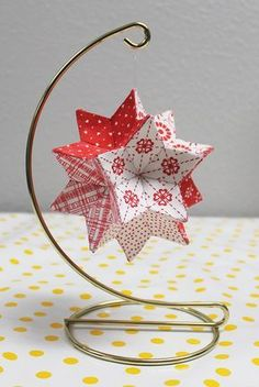 Monravian Star Before Christmas, my friend Nancy found a free pattern online for an English Paper Pieced (EPP) Monravian Quilted Christmas Ornaments, Fabric Ornaments, Christmas Origami, Christmas Paper Crafts, Christmas Sewing, Christmas Projects, Holiday Crafts, Christmas Diy, Fabric Christmas Decorations