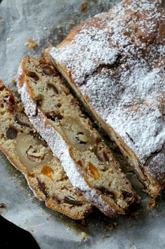 A Stollen normally it is done with baker's yeast and it requires time to rest. Here, I used baking powder and made ​​my stollen cake as a sum. With orange marmalade, dates, raisins.