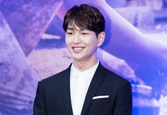 Onew talks about SHINee, 8 years of career and friendship - http://www.kpopvn.com/onew-talks-about-shinee-8-years-of-career-and-friendship/