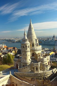 Fisherman's Bastion on the castle hill, Budapest / Hungary (by lelepisano). - .