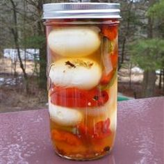 These tasty pickled eggs are great to keep around as a snack. For red eggs, substitute beet juice for water. Beet Recipes, Canning Recipes, Jar Recipes, Snack Recipes, Ceviche, Pickled Garlic, Spicy Pickled Eggs, Pickled Onions, Canning Pickles