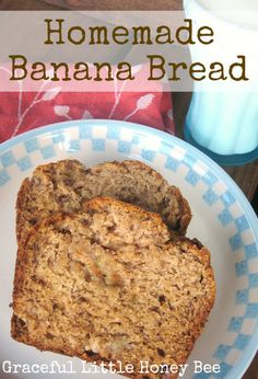Homemade Banana Bread - My husband says that this bread is the reason he married me! I love this recipe because it only uses one bowl and it turns out awesome every time! Köstliche Desserts, Delicious Desserts, Dessert Recipes, Yummy Food, Squash Bread, Homemade Banana Bread, Banana Bread Recipes, One Bowl Banana Bread, Sourdough Recipes