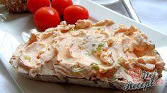 Čerstvý chlebíček a k tomu tvarohová pomazánka s jarní cibulkou. Delikatesa!