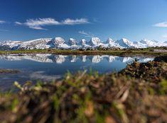 Churfirsten, Spiegelung, Churfirsten heissen von Westen nach Osten: Selun (2'205 m), Frümsel (2'263 m), Brisi (2'279 m), Zuestoll (2'235 m), Schibenstoll (2'234 m), Hinterrugg (2'306 m) und Chäserrugg (2'262 m), Schnee, Schneeflecken, Wolkenlos, Wolkenloser Himmel, Schneeberge, letzter Schnee, Berge im Toggenburg, Berge in der Ostschweiz, Bergwelt im Toggenburg, Frühling, März, April, Hinterwinden, Windenpass, Wildhaus-Alt. St.Johann, Unterwasser, Obertoggenburg, Toggenburg, Kanton St… Chur, Places In Switzerland, Planet Earth, Hiking, Camping, St Gallen, Explore, Mountains, Landscape