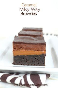 Caramel Milky Way Brownies - caramel and a chocolate topping make these brownies absolutely amazing! (homemade chocolate chip cookies with shortening) Brownie Recipes, Chocolate Recipes, Cookie Recipes, Biscuits Brownies, Cookies Et Biscuits, Bar Cookies, Yummy Treats, Sweet Treats, Yummy Food