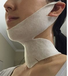 Torture device or the best chin/neck Mask EVER?! Details on PrettyGossip.com. #Korean #mask