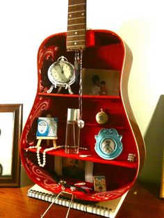 Spectacular DIY Ways To Repurpose and Reuse Broken Household Items - Kunst Upcycled Home Decor, Upcycled Crafts, Recycled Art, Upcycled Furniture, Diy Furniture, Diy Home Decor, Music Furniture, Guitar Crafts, Guitar Diy
