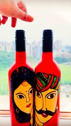 Painted Glass Bottles, Glass Bottle Crafts, Diy Bottle, Bottle Art, Diy Crafts For Home Decor, Bottle Painting, Glass Art, Olaf Pinata, Terracotta
