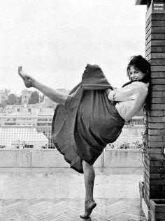 Claudia Cardinale. Lifting left leg.