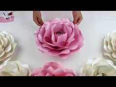 Giant Paper Flower tutorial, Cricut flower center, Giant paper flower instructions, DIY paper flower Who wants to learn how to make Giant Paper Flowers? Big Paper Flowers, Paper Flower Wall, Paper Flower Backdrop, Diy Flowers, Flower Diy, Giant Flowers, Felt Flowers, Tutorial Rosa, Rose Tutorial