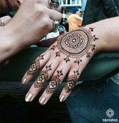 Awesome Mehndi design 2017