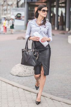 Shopper Small in leather, ideal as everyday handbag