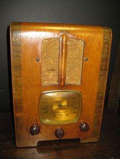 Cute Emerson Vintage Tombstone Radio R 156 in Working Condition | eBay