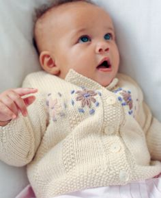 Free knitting pattern - Daisies by Martin Storey in Rowan Cashsoft Baby DK… Knitting Books, Knitting For Kids, Free Knitting, Knitting Projects, Knit Baby Sweaters, Knitted Baby Clothes, Baby Knits, Rowan Knitting Patterns, Baby Cardigan Knitting Pattern Free