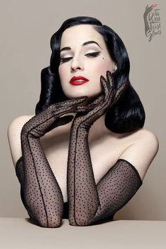 Do you love Dita Von Teese as much as we do? Here are some great fashion and beauty tips inspired from Dita Von Teese's style. Read more to find out how to dress and look like her! Pin Up Vintage, Mode Vintage, Looks Vintage, Vintage Gloves, Retro Vintage, Dita Von Teese Style, Dita Von Teese Burlesque, Dita Von Teese Makeup, Burlesque Makeup