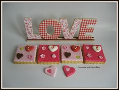 Vanilla cookies decorated with fondant Pinned By: http://www.cookiecuttercompany.com/  #love #decorated #cookie