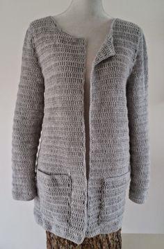 2 weken geleden ben ik begonnen met het haken van een vest uit La maison victor . Het is af nu en het zit heerlijk en ziet er geweldig ui...