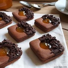 SACHER COOKIE chocolate and jam BISCOTTO SACHER chocolate and marmalade is a sweet dessert with cocoa short pastry base and apricot jam filling. Biscotti Cookies, Biscotti Recipe, Yummy Cookies, Cake Cookies, Sandwich Cookies, Chocolate Cookies, Chocolate Recipes, Cookie Recipes, Dessert Recipes