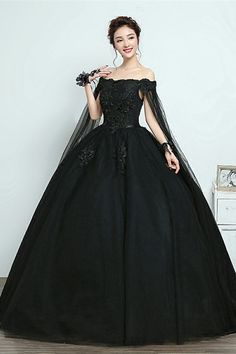 Vintage Ball Gown V-Neck Appliques Beading Floor-Length Quinceanera Ball Gown Dr. - - Vintage Ball Gown V-Neck Appliques Beading Floor-Length Quinceanera Ball Gown Dress 12471342 – Vintage Ball Gown Dresses – Dresswe.Com Source by Black Quinceanera Dresses, Black Wedding Dresses, Elegant Dresses, Pretty Dresses, Quinceanera Party, Black Weddings, Wedding Black, Dress Wedding, Elegant Wedding