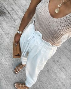 easy chic summer outfit idea #summerootd #style Spring Summer Fashion, Spring Outfits, Summer Outfits Boho Chic, Casual Summer Fashion, White Summer Outfits, Summer Pants Outfits, Casual Chic Summer, Summer Ootd, Summer Fashion Trends