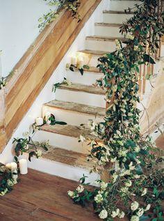 floral & ivy stairwell   image via: elizabeth anne designs