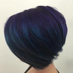 20 Dark Blue Hairstyles That Will Brighten Up Your Look Layered+Dark+Purple+Blue+Bob Short Blue Hair, Blue Black Hair Color, Dark Blue Hair, Purple Hair, Dark Purple, Pastel Hair, Green Hair, Pretty Hairstyles, Bob Hairstyles