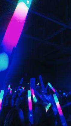 See more of brookehilgardner's VSCO. Creative Instagram Stories, Instagram Story Ideas, Night Club, Night Life, Foto Mirror, Mood Instagram, 18th Birthday Party, Neon Party, Night Aesthetic