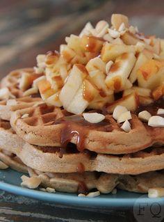 Met dit recept voor havermoutwafels met appel en karamel wordt je ontbijt een waar feestje. No Bake Desserts, Dessert Recipes, Waffle Bar, Pancakes And Waffles, Healthy Sweets, Convenience Food, Food Videos, Food And Drink, Yummy Food