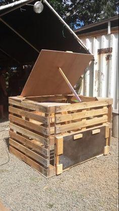 faire un composteur avec des palettes en bois ! | jardin extérieur ... - Comment Fabriquer Un Composteur Exterieur
