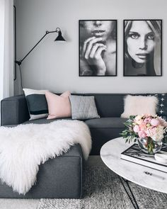 Mix grey with warmer neutrals. Create a relaxing living room with a tightly cont… - Decoration Living Room Green, Home Living Room, Living Room Designs, Dark Grey Sofa Living Room Ideas, Living Room Decor Grey Walls, Black White And Grey Living Room, Mauve Living Room, Dark Grey Couches, Grey Sofas