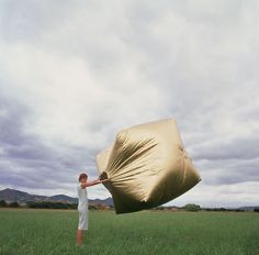 Wind-inflated gold cube by Martín Azúa via destined to design.