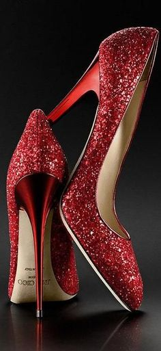 Lady in Red: Jimmy Choo red sparkle pumps.❥❥The Lady in Red. Pretty Shoes, Beautiful Shoes, Gorgeous Heels, Crazy Shoes, Me Too Shoes, Sparkle Heels, Glitter Pumps, Bling Heels, Glitter Glue
